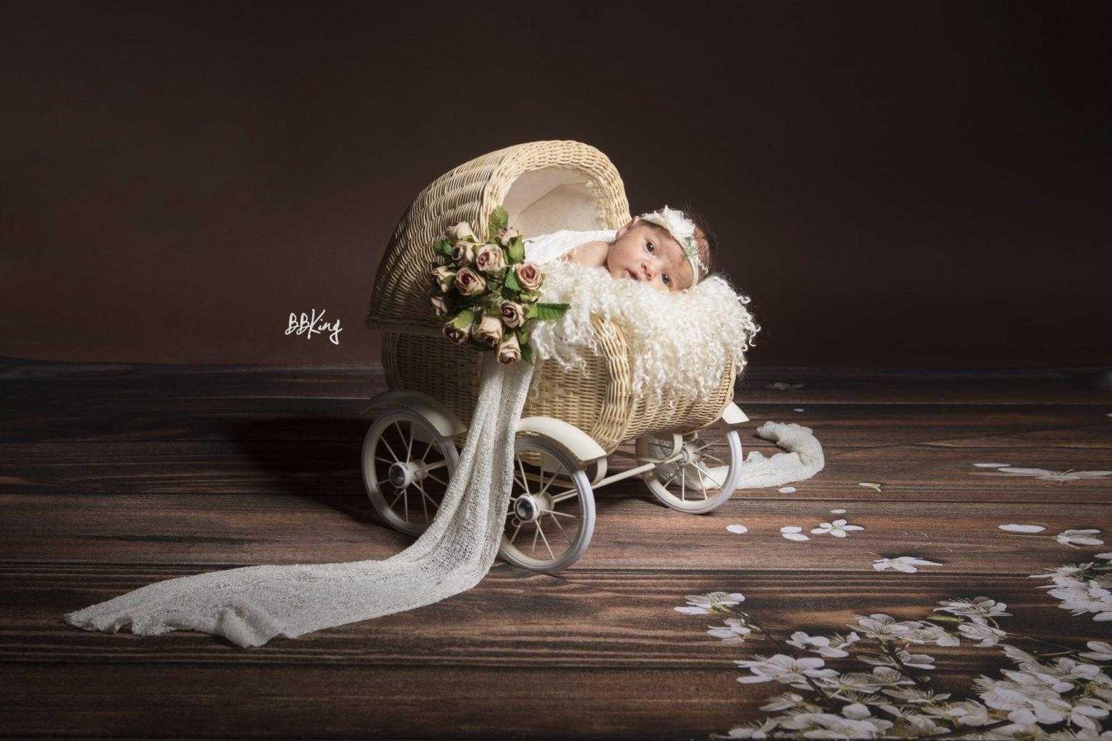 shooting bébé dans landeau en studio