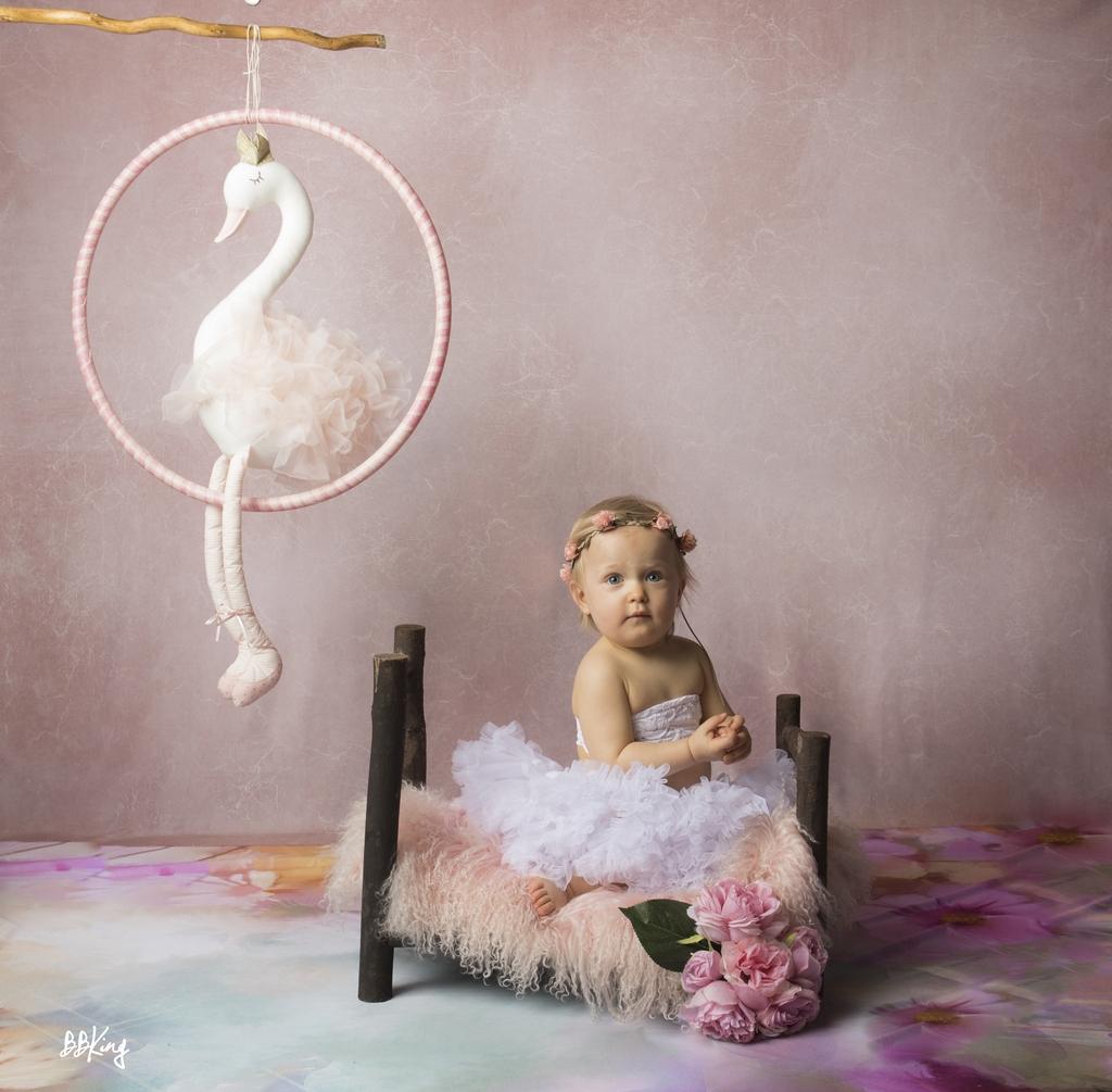 Photographe enfant en studio avec accessoire proche de Nice