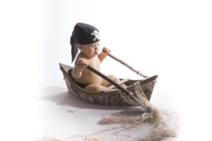 shooting bébé original dans les alpes maritimes
