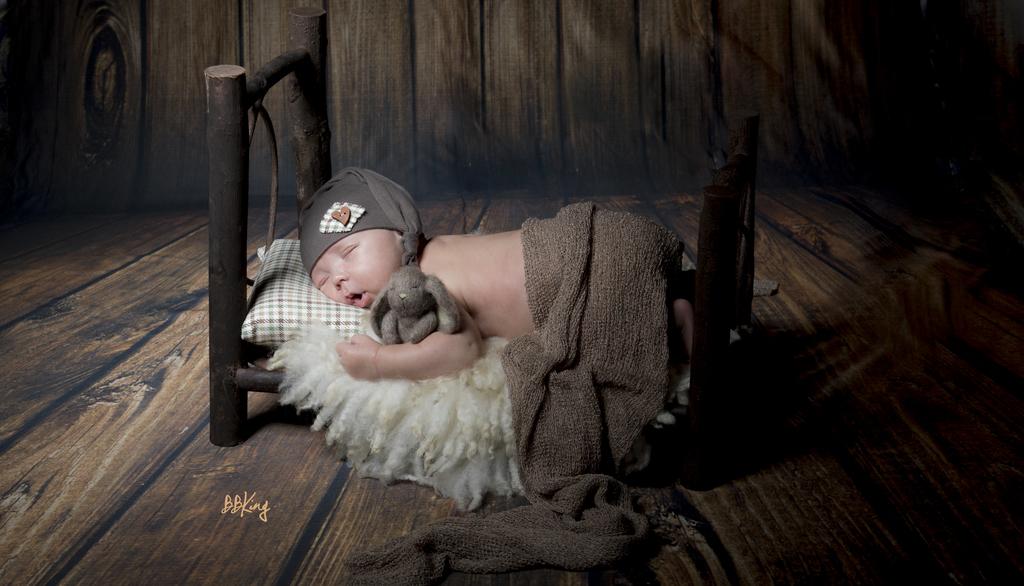 photo bébé qui dort avec décors original